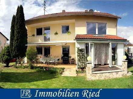 Großes Haus mit 2 Wohnungen und vielen gestalterischen Möglichkeiten, ruhig gelegen in Lamerdingen