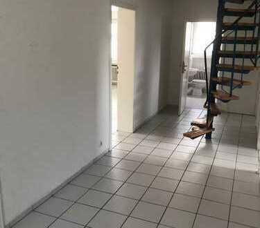 Renovierte 4-Zimmer-Wohnung über 2 Etagen mit Balkon in Herdecke