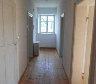 Günstige, gepflegte 5-Zimmer-Wohnung mit EBK in Weichering - Lichtenau