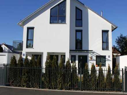 Neubau, sehr ruhiges sonniges Doppelhaus mit Süd-West Garten