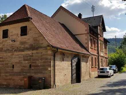Top-renovierte Wohnung mit französischem Balkon und EBK nur 5 min von Kulmbach - mitten in der Natur