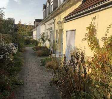 Schönes Reiheneckhaus - zentrale Lage - neue EBK -Garage - Garten