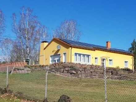 Einfamilienhaus mit 2.880 m² Grundstück
