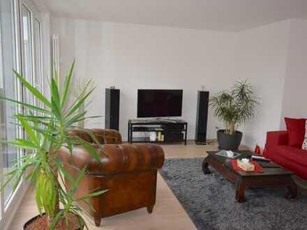 Top modern, renoviert & hochwertig ausgestattet: Penthouse-Wohnung in zentraler Lage in Neu-Isenburg
