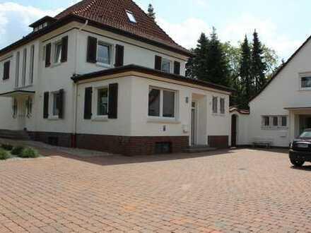 Erschwingliche und gepflegte Erdgeschosswohnung mit vier Zimmern und Balkon in Diepholz