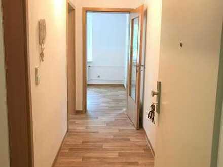 Modernisierte 2-Raum-Wohnung , Spüle und E-Herd sofern gewünscht