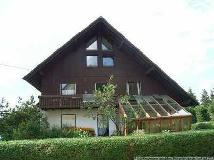 Schöne, großzügige Erdgeschosswohnung mit Wintergarten und Terrasse