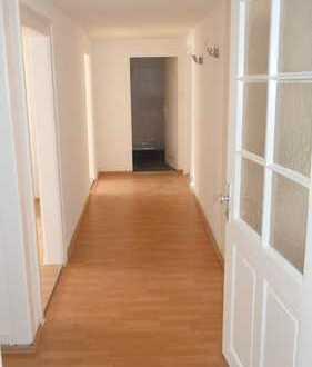 Renovierte 3 Zimmer Wohnung, 2.OG