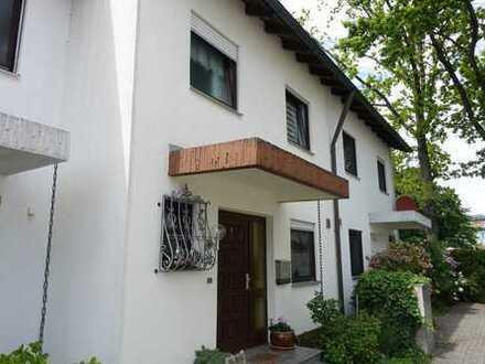 Gepflegtes Reihenmittelhaus mit 7 Zimmern und Garage.