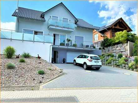 Elegant mit einem Hauch an Luxus - freistehendes Einfamilienhaus mit 2 Appartements in WEHR