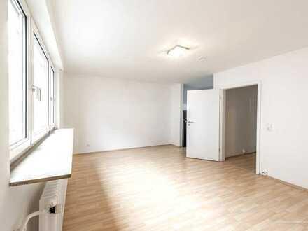 Modernisierte und geräumige Singelwohnung mit neuer Küche in ruhiger Wohnlage