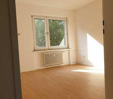 Exklusive, vollständig renovierte 3-Zimmer-Wohnung mit Balkon und EBK in Bremen-Schwachhausen