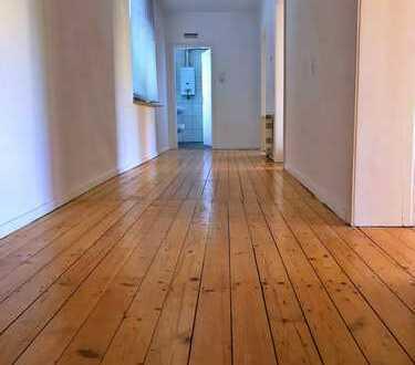 Schöne Altbau-Wohnung mit echten Dielen, EBK in BO-Ehrenfeld! Ggü. Bergmannsheil. Grüner Blick!