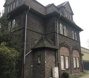 Preiswerte helle 4-Zimmer-Wohnung mit großem Balkon in Gelsenkirchen (Heßler)