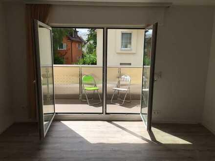 Sehr schöne, gut-geschnittene 3-Zimmer-Wohung mit Balkon,Garage,Gartenanteil & italienischer Küche