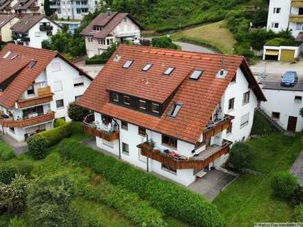 Wohlfühlwohnung: Maisonette mit Balkon, 2 Bädern und Kaminofen