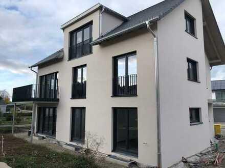 Erstbezug: moderne 3,5-Zimmer-Erdgeschosswohnung mit EBK in 3 Familienhaus in Gärtringen