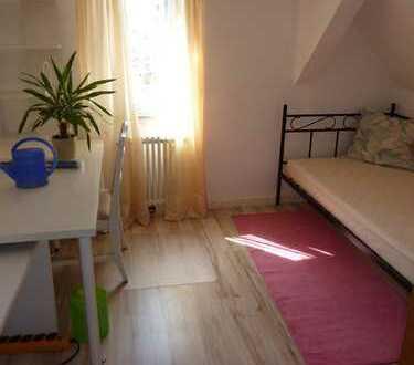 Gemütliche (möbilierte) 1-Zimmer-DG-Wohnung in Böblingen für Pendler