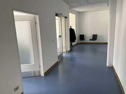 Bürogebäude in zentraler Lage von Herford, langfristiger Mietvertrag. Ca. 300 m² Nutzfl.