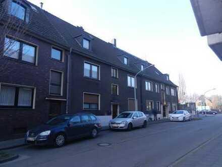 Zwei Mehrfamilienhäuser bestehend aus 8 Wohnungen, 5 Garagen,4 Balkonen
