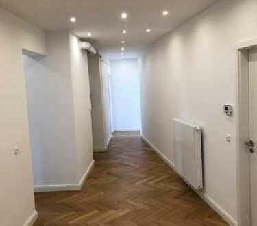 Stilvolle, geräumige und vollständig renovierte 2-Zimmer-Wohnung mit EBK in Haidhausen, München