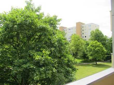 Helle sanierte 3-Zimmer-Wohnung mit Balkon im Fideliopark in München-Englschalking von Privat