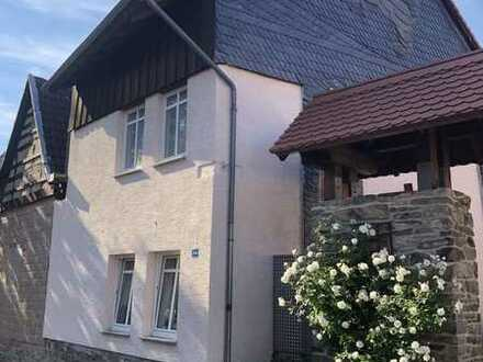 Gepflegtes Einfamilienhaus mit zwei Zimmern und EBK in Sulzbach (Taunus), Sulzbach (Taunus)
