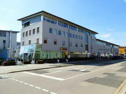 Helle Bürofläche in modernem Geschäftsgebäude