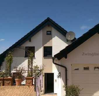 Vollständig renovierte 5-Raum-Terrassenwohnung mit Balkon und Einbauküche in Wiernsheim