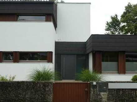 Schönes, geräumiges Haus mit neun Zimmern in Altötting (Kreis), Altötting