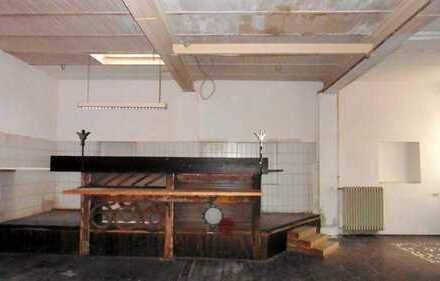 Großer ebenerdiger Gewerberaum mit Büro und Lagerraum zu vermieten.