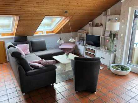 Helle, gepflegte 3-Zimmer-Dachgeschosswohnung mit Doppelgarage in Gärtringen