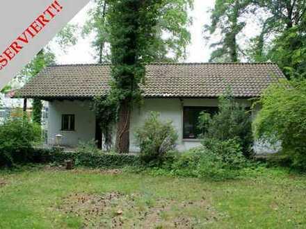 Wohnen in Burgberg-Top-Lage: Kleines, älteres Einfamilienhaus auf idyllischem Grundstück