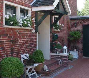Gartenliebhaber gesucht! Vielseitiges Haus mit unverbaubarem Blick in ruhiger und zentraler Lage!!