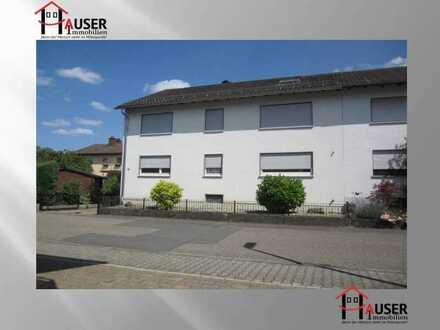 Bammental, 3,5-ZKB: 1. OG und DG eines Zweifamilienhauses, mit Garage/Garten, am Stadtrand gelegen.