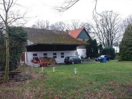 Zweifamilienhaus mit Nebengebäude und Pferdeboxen auf ca. 9930 qm Grundstück in ruhiger Lage