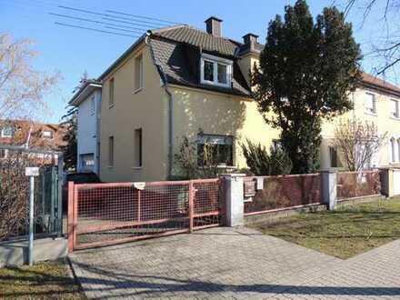 2-Familienhaus mit schönem Garten