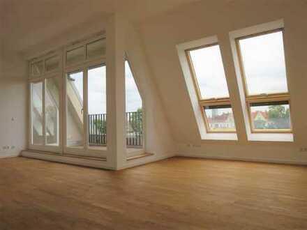 Wunderschöne 5-Zimmer Dachgeschosswohnung direkt am Boxhagener Platz !
