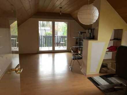 Gepflegte 2-Zimmer-DG-Wohnung mit Balkon und Einbauküche in Münster-Angelmodde Dorf an Einzelperson
