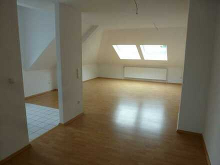 Schön geschnittene helle Single-Wohnung im Dachgeschoß in Rees-Millingen