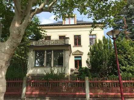 Villenwohnung mit drei Zimmern und Veranda in Radebeul Ost mit befristeten Mietvertrag