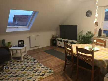 Helle, modernisierte Dachgeschosswohnung in ruhiger Lage