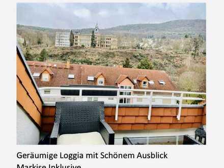 Lichtdurchflutete 2-3 Zimmer Dachgeschoss Wohnung mit Loggia