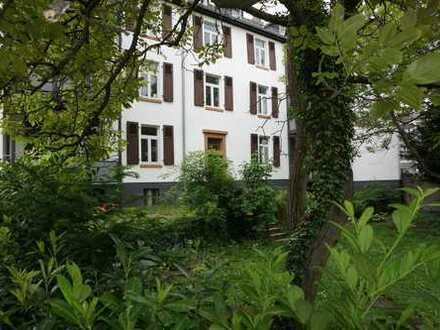 Renovierte 3 Zi.- Altbau.- Whg mit Charme und tollem Balkon in ruhiger / zentraler Citylage