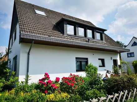 Düsseldorf-Nord (Stockum): Helle, renovierte 2-Zimmer-Wohnung mit Balkon