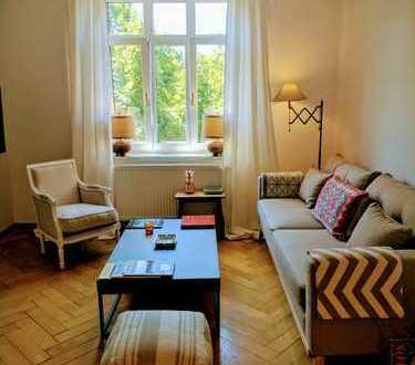 Wunderschöne, voll möblierte, helle und ruhige 2-Zimmer-Altbauwohnung in Münchner Szene-Viertel