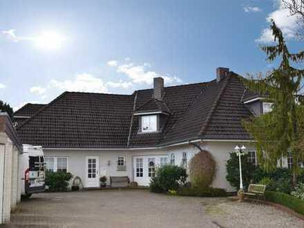 Imposante Villa mit sechs Wohnmöglichkeiten und großem Garten in begehrter Wohnlage von Wallsbüll.