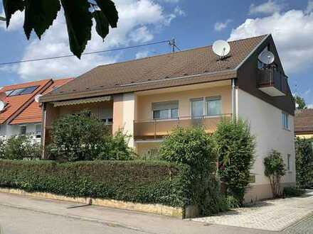 Charmante Doppelhaushälfte m. zwei Balkonen u. sonniger Gartenterrasse in schöner Ortsrandlage