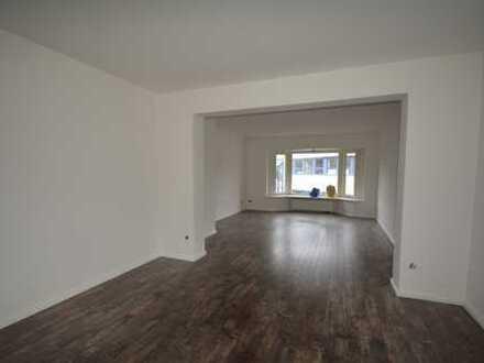 Sanierte 4-Zimmer-Wohnung mit zwei Bädern und Balkon in Hamburg-Poppenbüttel zu vermieten!