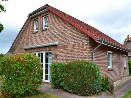 Schönes freistehendes Einfamilienhaus im Friesenstil mit Einliegerwohnung